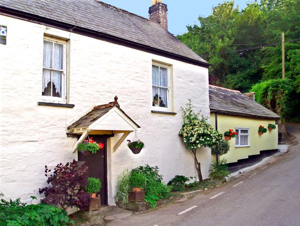 THE RETREAT, pet friendly, character holiday cottage, with a garden in St Keyne Near Looe, Ref 1678 - Image 1 - Saint Keyne - rentals
