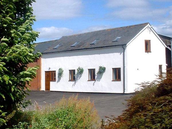 THE OLD DAIRY, pet friendly, country holiday cottage, with a garden in Allensmore, Ref 1283 - Image 1 - Allensmore - rentals
