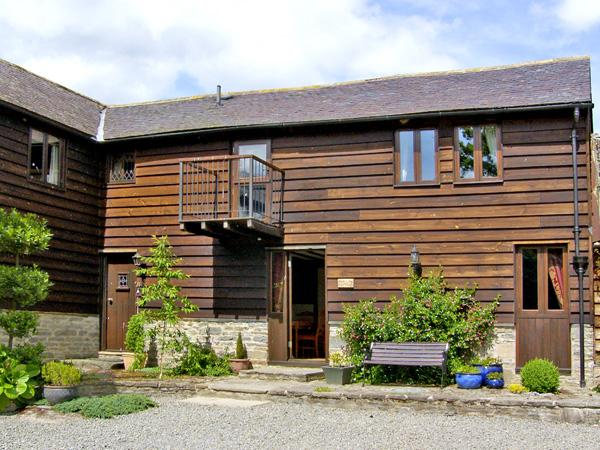 SWALLOW COTTAGE, family friendly, luxury holiday cottage, with a garden in Bucknell, Ref 2074 - Image 1 - Bucknell - rentals