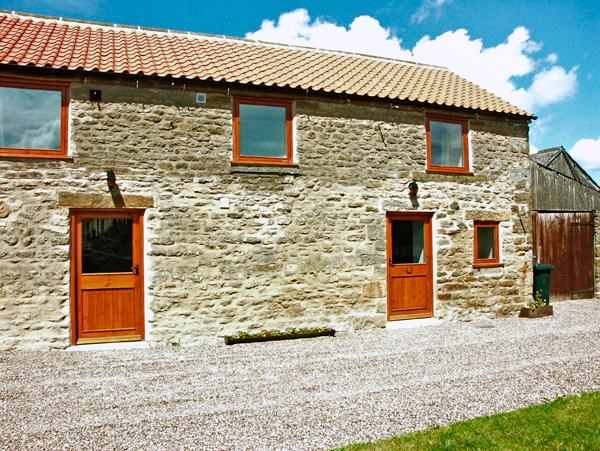 STABLE COTTAGE, pet friendly, character holiday cottage, with a garden in Levisham, Ref 1136 - Image 1 - Levisham - rentals