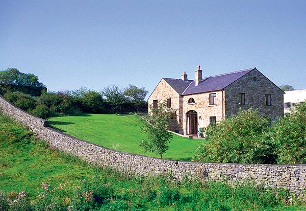 WILLOW COTTAGE, pet friendly, character holiday cottage, with a garden in Giggleswick, Ref 652 - Image 1 - Giggleswick - rentals
