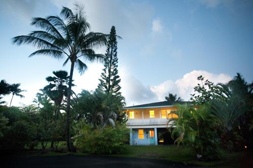 Ensconced in a quiet cup-de-sac. - Hanalei 3 bedroom  house ....a walk to the beach! - Hanalei - rentals