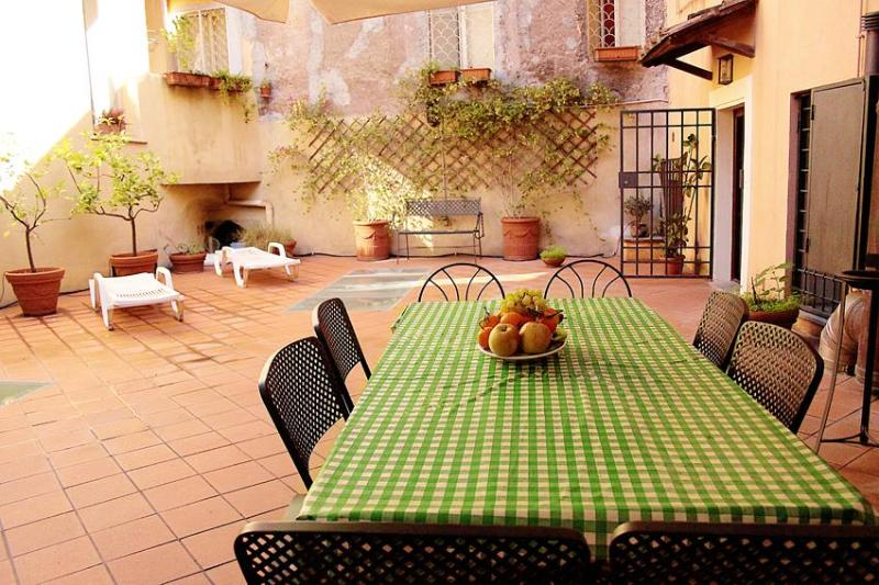 RetRome Navona roof garden.  design & top location - Image 1 - Rome - rentals