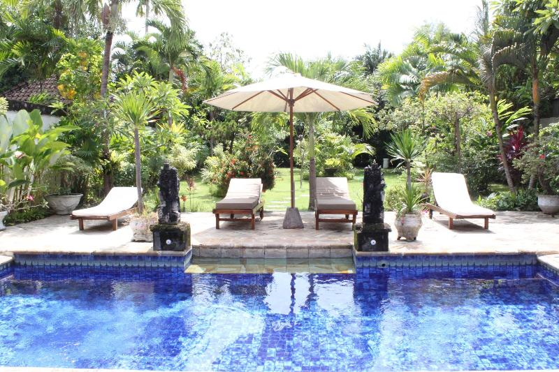 SPACIOUS VILLA WITH LARGE GARDEN-400 M FROM  BEACH - Image 1 - Seminyak - rentals