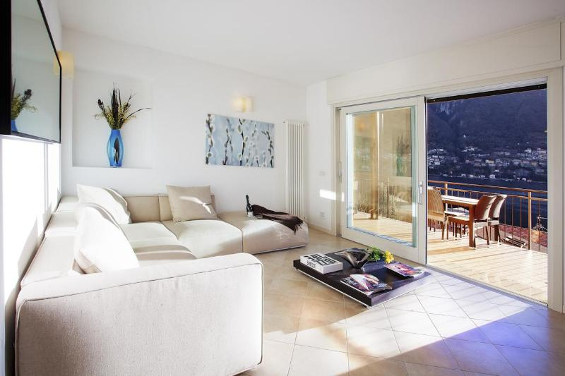 Modern contemporary lake view living - Laglio Garden Apartment with Pool - Nuxis - rentals