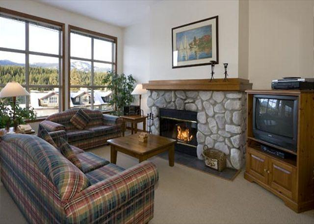 Living Area with Picture Windows and Presto Log Fireplace - Blackcomb Greens #24 | 3 Bedroom Townhome, Near Chateau Whistler Golf Course - Whistler - rentals