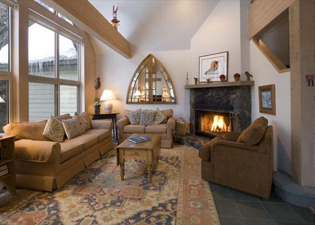 Spacious Living Area with Fireplace and Vaulted Ceilings - Snowgoose #11 |  3 Bedroom Vaulted Ceiling Townhome, Views,  Ski Home Access - Whistler - rentals