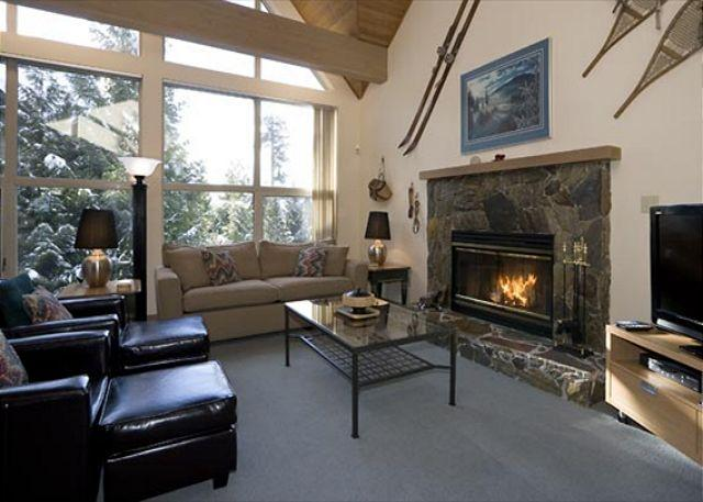 Comfortable Living Area with Fireplace and Flat Screen TV - Snowgoose #13 | 4 Bedroom Townhome, Fireplace, Ski Home Access and Parking - Whistler - rentals