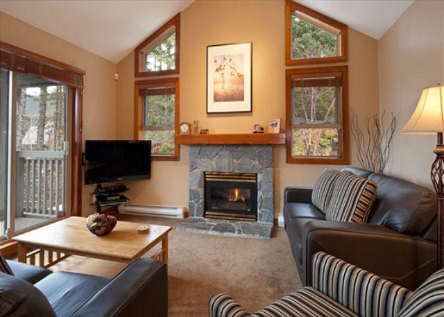 Living Room with Fireplace and Vaulted Ceilings - Treeline #38 |  3 Bedroom Townhome, Ski Home Access, Free Village Shuttle - Whistler - rentals
