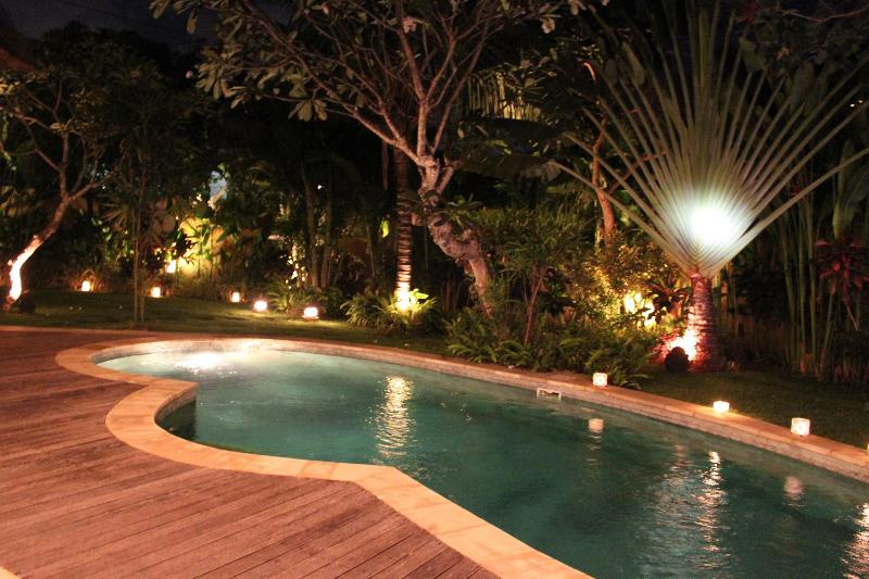 view pool at night - STUNNING 2 BEDROOM VILLA - PRIME LOCATION-SEMINYAK - Seminyak - rentals