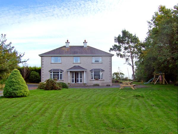 MULLINDERRY HOUSE, family friendly, country holiday cottage, with a garden in Foulksmills, County Wexford, Ref 3659 - Image 1 - Foulksmills - rentals