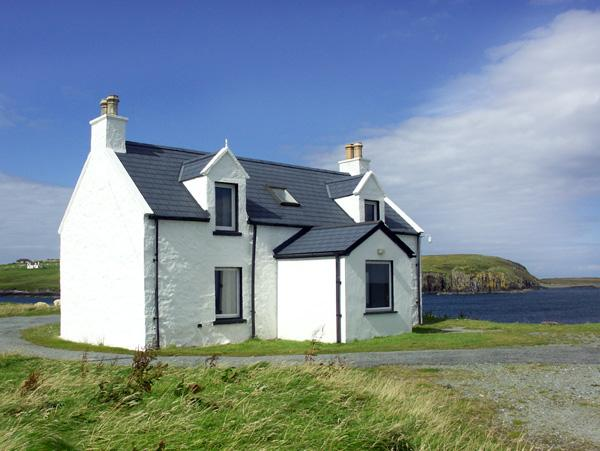 2 AND 3 BALMAQUEIN, pet friendly in Balmaquein, Isle Of Skye, Ref 1279 - Image 1 - Balmaquein - rentals