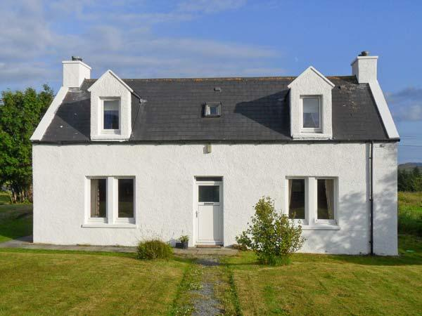 HILLSIDE, family friendly, with a garden in Dunvegan, Isle Of Skye, Ref 2011 - Image 1 - Dunvegan - rentals