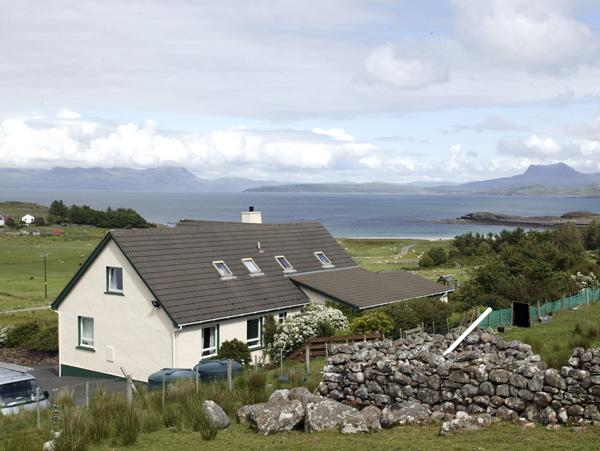 THE APARTMENT, pet friendly, country holiday cottage, with a garden in Aultbea, Ref 1127 - Image 1 - Aultbea - rentals