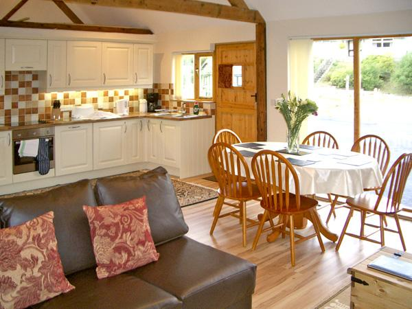 HAPPY UNION STABLES, family friendly, character holiday cottage, with a garden in Abbeycwmhir, Ref 3605 - Image 1 - Abbey-cwm-hir - rentals