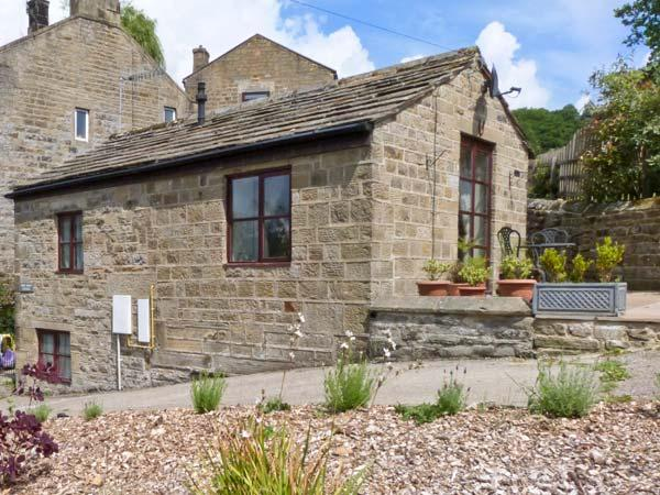 SNOW WHITE COTTAGE, romantic, character holiday cottage, with a garden in Pateley Bridge, Ref 2769 - Image 1 - Pateley Bridge - rentals