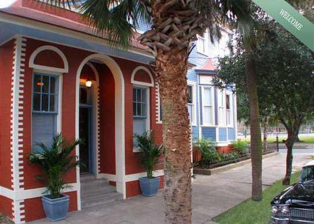 Romantic Park side Carriage House on Forsyth - Image 1 - Savannah - rentals
