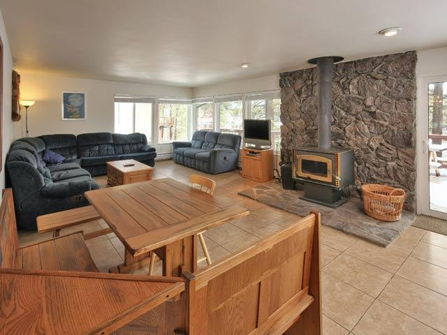 Great Room at Ormsby House with TV, wood stove and winter views. - Large 8 Bedroom House near Heavenly with Hot Tub - South Lake Tahoe - rentals