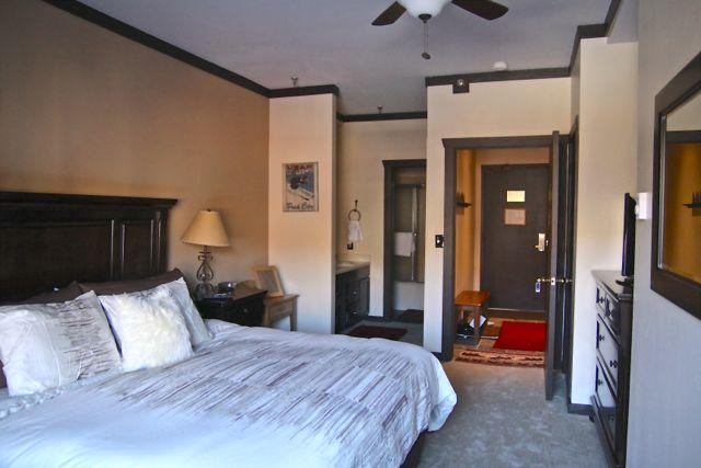 Luxury king bedroom with high end luxury funishings - 1 bd + studio ski in/out Park city mountain resort - Park City - rentals