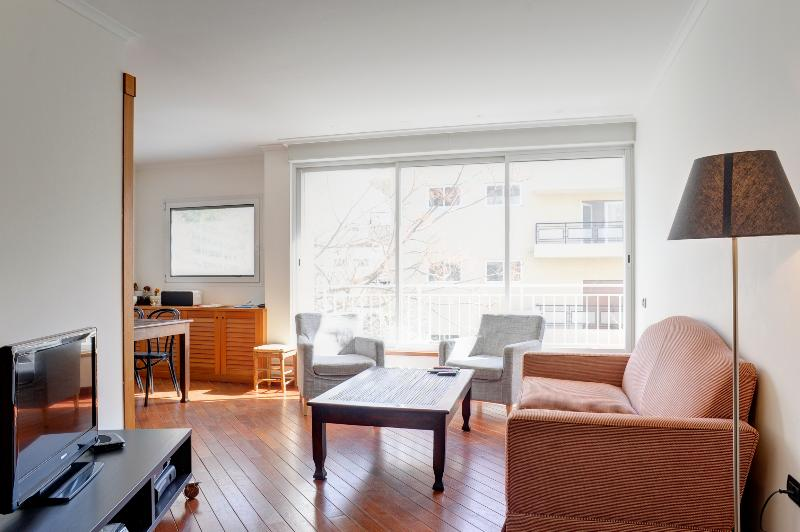Gorgeous 2 Bedroom Apartment Minutes from Beach - Image 1 - Tel Aviv - rentals