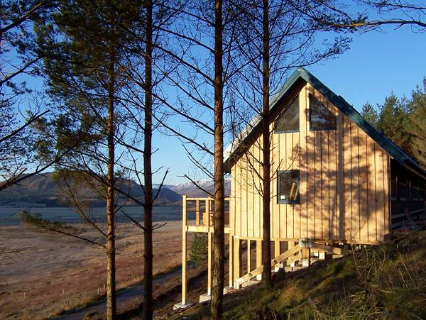 THE LAGGAN DREY, pet friendly, character holiday cottage in Laggan, Ref 1525 - Image 1 - Laggan - rentals
