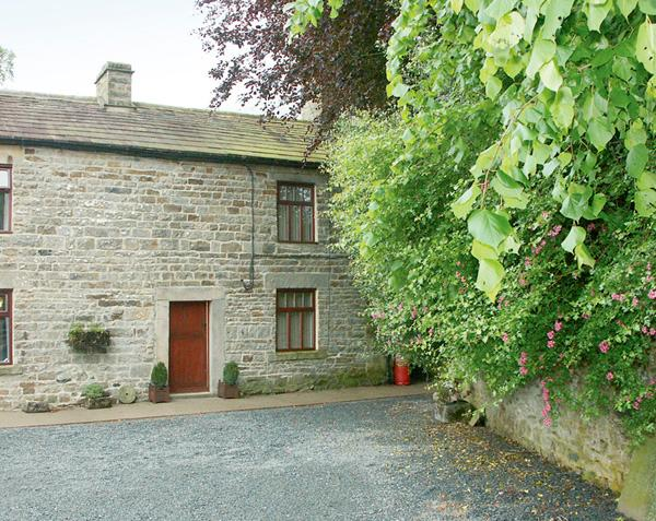 GARDEN COTTAGE, pet friendly, character holiday cottage, with a garden in Mickleton Near Middleton-In-Teesdale, Ref 1132 - Image 1 - Mickleton - rentals