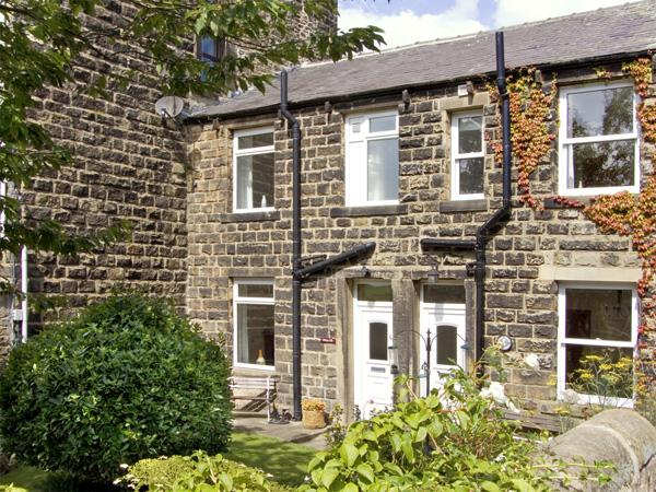 SALLY'S COTTAGE, character holiday cottage, with a garden in Embsay, Ref 2020 - Image 1 - Embsay - rentals