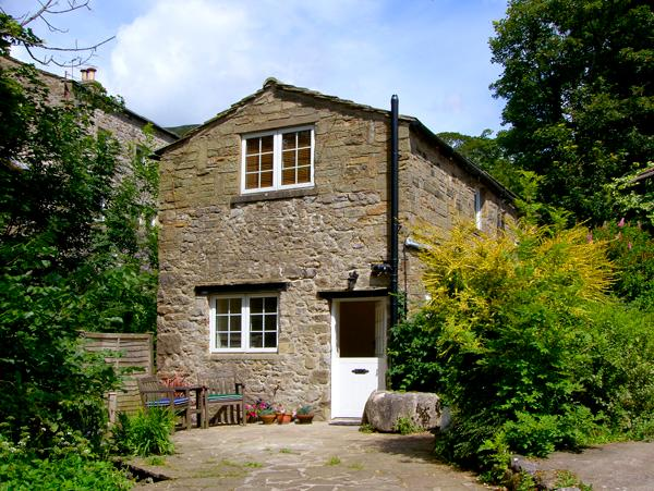 MILL COTTAGE, pet friendly, luxury holiday cottage, with open fire in Buckden, Ref 2224 - Image 1 - Buckden - rentals