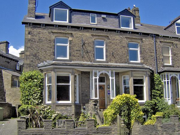 CRAVEN HOUSE, pet friendly, character holiday cottage, with a garden in Skipton, Ref 2275 - Image 1 - Skipton - rentals