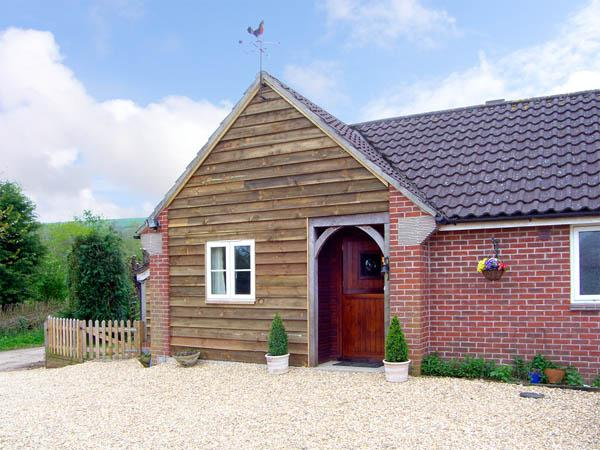 THE OLD TACK ROOM, pet friendly, country holiday cottage, with a garden in Ibberton, Ref 2980 - Image 1 - Sturminster Newton - rentals