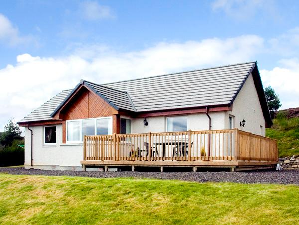 THE ROWANS, family friendly, country holiday cottage, with a garden in Strathpeffer, Ref 1901 - Image 1 - Strathpeffer - rentals