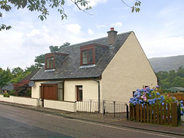 IVY COTTAGE, family friendly, country holiday cottage, with a garden in Glencoe, Ref 2048 - Image 1 - Glencoe - rentals