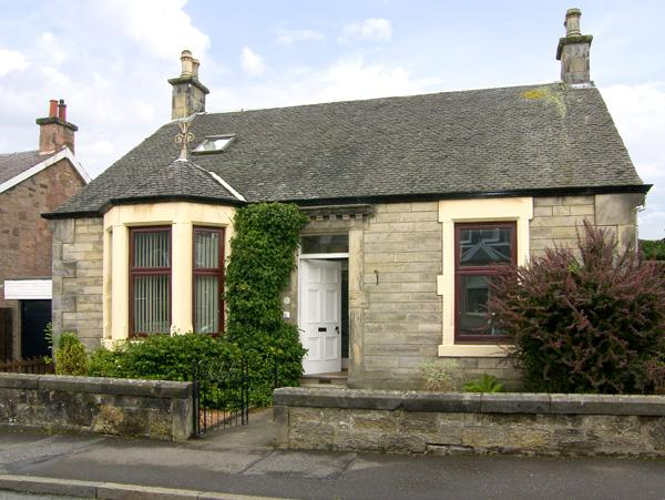 SALRUTH COTTAGE, country holiday cottage, with a garden in Alloa, Ref 2793 - Image 1 - Alloa - rentals