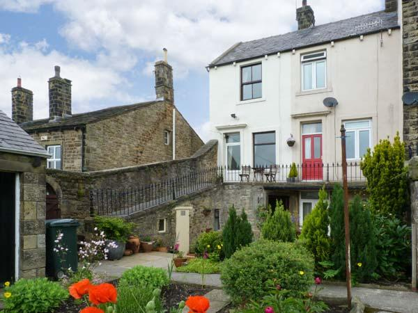 PASTURE COTTAGE, character holiday cottage, with a garden in Embsay, Ref 2082 - Image 1 - Embsay - rentals
