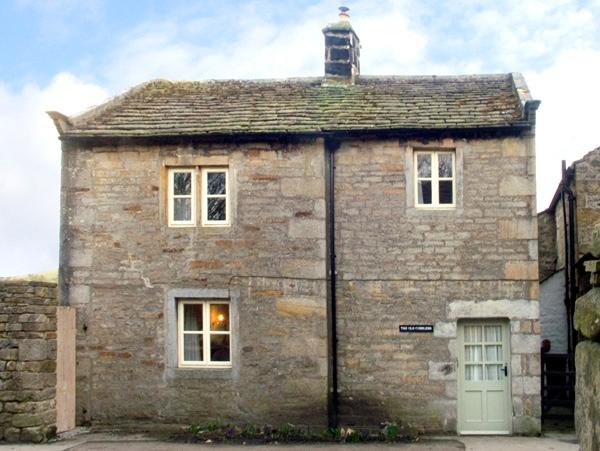THE OLD COBBLERS, family friendly, character holiday cottage, with a garden in Burnsall, Ref 2062 - Image 1 - Burnsall - rentals