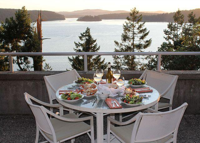 Wonderful spot to dine and watch the boats below. - Isle of Sky on Orcas Island - Orcas - rentals