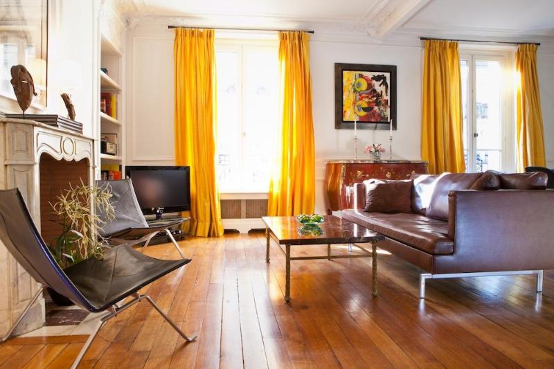 Welcome to Rue du Four!   - Charming Luxury Apt. in the 6th, Steps to it All! - Clichy - rentals