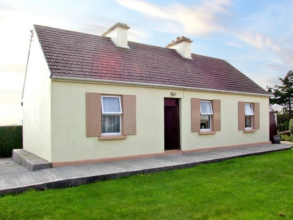 PADDY STAFFS COTTAGE, family friendly, with a garden in Spiddal, County Galway, Ref 3688 - Image 1 - Spiddal - rentals