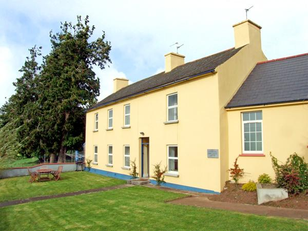 THE BRIDE VALLEY FARMHOUSE, pet friendly, country holiday cottage, with a garden in Lismore, County Waterford, Ref 3695 - Image 1 - Lismore - rentals