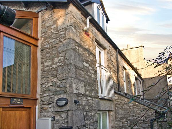 WOOD COTTAGE, romantic, country holiday cottage in Kendal, Ref 3640 - Image 1 - Kendal - rentals
