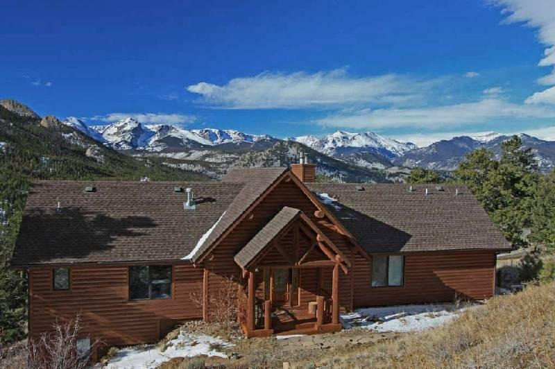 AWESTRUCK in Windcliff: immaculate, MOUNTAIN VIEW, luxury, wildlife, peaceful, romantic, washer/dryer, spacious & well-appointed - Image 1 - Estes Park - rentals