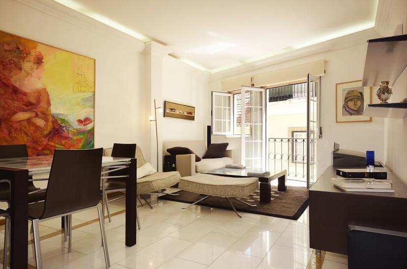 Luxury apartment in the heart of town-free parking - Image 1 - Lisbon - rentals