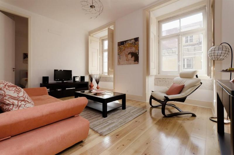 Classy flat in a renovated 18th century building - Image 1 - Lisbon - rentals