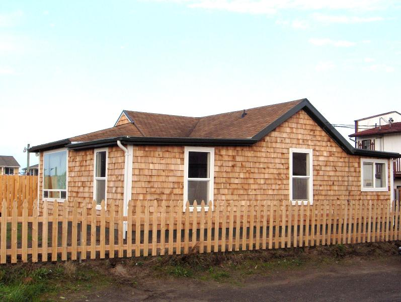 Front of house - Historic 1920s Cabin Long Beach easy walk to Ocean - Long Beach - rentals