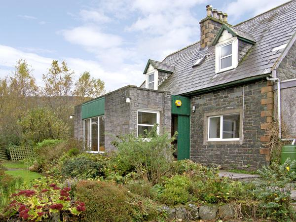 NETHER BARR FARMHOUSE, pet friendly, character holiday cottage, with a garden in Newton Stewart, Ref 492 - Image 1 - Newton Stewart - rentals