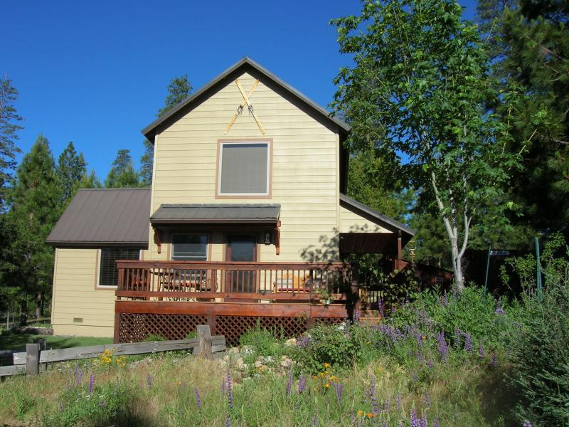 """East facing deck with views of Yosemite Valley and spectacular viewing of night skies. - Inside Yosemite! Beautiful  """"Clouds Rest Cabin"""" - Yosemite National Park - rentals"""