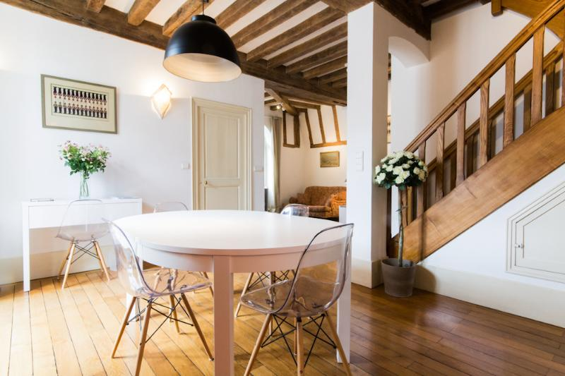 'Les Bons Enfants' - Dining area - Two self catering apartments in the heart of Dijon - Dijon - rentals