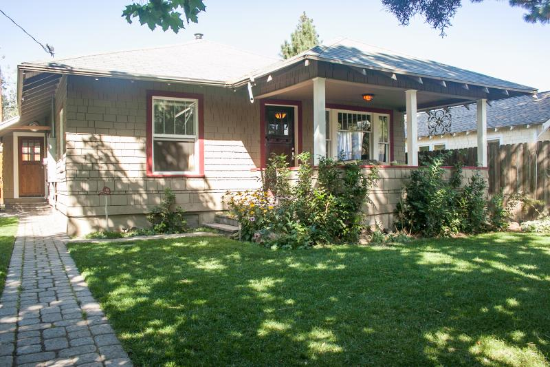 Charming 1920's bungalow with a huge front porch, great for that hot drink in the morning - Basalt Bungalow Hot Tub, bikes, walk dwntn Bend! - Bend - rentals