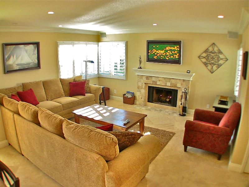 Spacious Living Room with Fireplace & HD TV - Ocean and Pool View Luxury Condo in Dana Point! - Dana Point - rentals