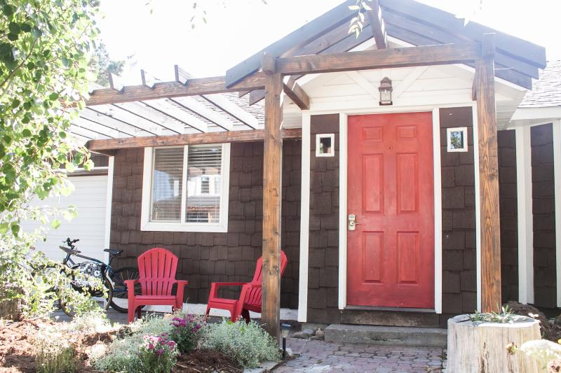 The Cinder Cone Cottage, heart of Bend's westside, Quaint and Charming with private HOT TUB & Bikes - The Cinder Cone in the heart of Bend! Hot Tub! - Bend - rentals